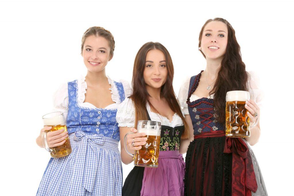 Trois jeunes dames